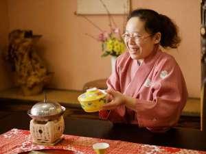 【3種の異なる泉質と四季の郷土料理】美人の湯 瀬美温泉:【スタッフ】夕食・朝食時に、お客様とお話するのが、とても楽しいです♪