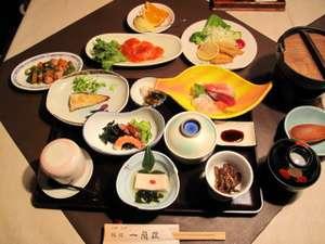 旅館一蘭荘:夕食の一例 和食と中華をお召し上がり下さい