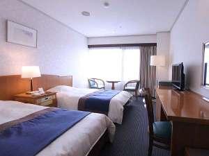 伊豆畑毛温泉 大仙家(HMIホテルグループ):■バストイレ付き ツインルーム:使いやすく明るい客室です。
