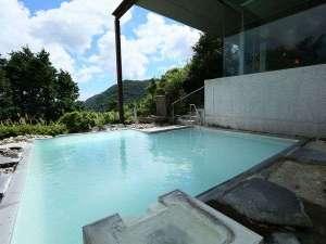箱根湯の花プリンスホテル:温泉の匂い薫る!乳白色の温泉露天風呂♪