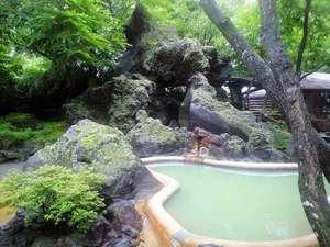 アーデンホテル阿蘇:美人の湯が自慢のどんどこ湯の庭園露天風呂