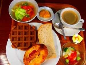 サンサイドホテル:名店「コムシノワ」の一日が美味くいく朝食セット!自家製ジャムと食パン・ワッフルとの相性がいい!