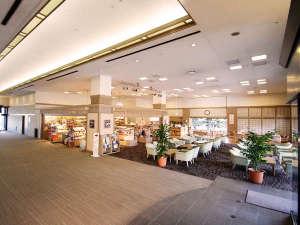 聞法会館:広々とした空間のロビー