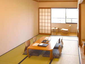聞法会館:4名様までゆったりとご宿泊いただける和室