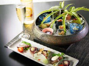 四国最南端絶景リゾートホテル 足摺テルメ:前菜一例 テルメオリジナル皿鉢料理と鰹たたき5種盛り