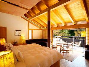 離れのヴィラ棟。ベッドからも景色をご覧いただけるように、高さ70cmのベッドをご用意いたしております。
