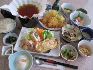 交流促進センター 幽泉閣:「夕食膳」イメージ※季節により料理内容が異なります