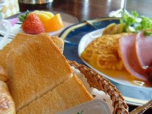 越前屋ホテル:朝食 卵料理はオーダーを受けて作りますので温かくホワホワの状態で召し上がれます。