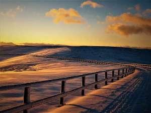 星空へ続く宿 山本小屋ふる里館:冬の雪上車ツアーで出会える風景