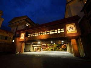 雲仙温泉で唯一320年白濁の湯を守り続ける宿【雲仙湯元ホテル】の写真