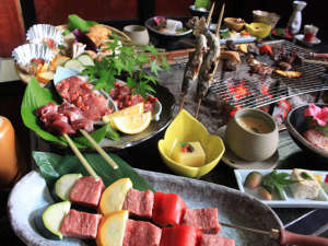 飛騨牛・ジビエ・黒龍吟醸豚三種の肉味くらべ炭火会席