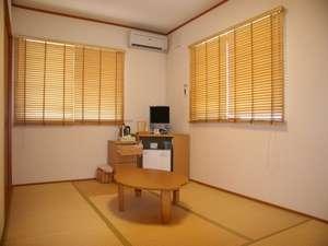 飯田ヒュッテ:客室は7~8畳の和室 全室禁煙でテレビ冷蔵庫ポット完備しています