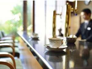亀や:ラウンジにてコーヒーをどうぞ