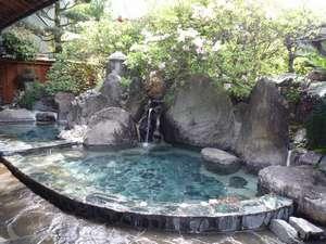 旅館 城山荘:公園内の木々を見ながら入れる露天風呂