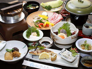 旅館 城山荘:お食事の一例!季節の和会席は地元の素材を中心としたお料理がならびます!