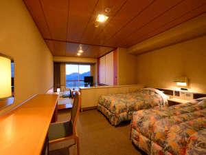 和洋室A(和室6畳+ツインベッド 客室はご指定頂けません。)