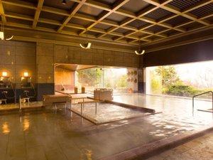 有馬温泉 兵衛向陽閣:【一の湯・内湯】格子天井が美しい純和風。ウォッシングスペースも広々。