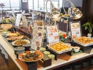 ホテル法華クラブ大分 (HOKKE CLUB):朝食バイキング  九州各地の郷土料理が勢揃い!ここでしか味わえない料理を