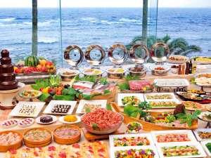 小湊実入温泉 ホテルグリーンプラザ鴨川:自慢のディナーバイキングでは、地魚の刺身や、握り寿司や揚げたて天ぷらなどがお楽しみ頂けます。