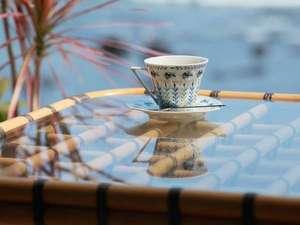 波打ち際でコーヒーブレイク♪素敵なひととき