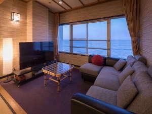 【客室一例】ソファーもあります♪海を見ながら、ゆっくりと腰掛けて