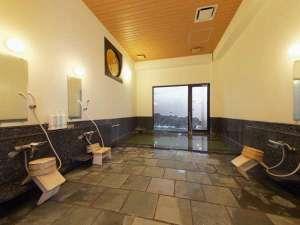 塔の沢 一の湯 新館:アルカリ分の高い自家源泉を使用した露天風呂付きの男女別浴室