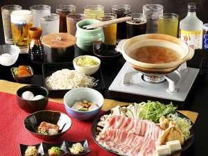 塔の沢 一の湯 新館:特製美味出汁で食べる新感覚の国産豚しゃぶしゃぶメイン。飲み放題無料!