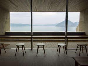 洞爺湖万世閣ホテルレイクサイドテラス:絶景の足湯テラス