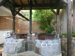 お宿 森のおくりもの:店主手造り・天然温泉の昭和レトロ五右衛門風呂・大停電などの非常時は薪焚ができます。