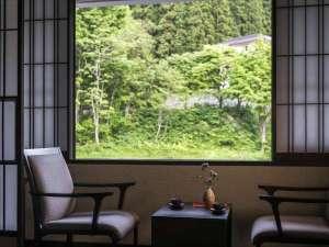 【全ての窓から四季の山々の景色が望めます】秘湯ならではの非日常感の中でご滞在ください。