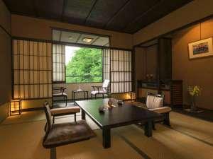 【基本の客室タイプ「花水木(はなみずき)」】お二人様での滞在に最適な和室。四季の美景を眺める。