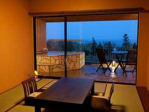 伊豆 全室露天風呂付き客室 ほまれの光 水月:夜には、伊豆大島に灯る光を眺めながら・・・