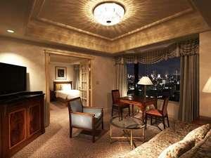 リーガロイヤルホテル東京:1万坪の緑豊かな大隈庭園を眼下に望むジュニアスイートルーム・ツイン49平米。