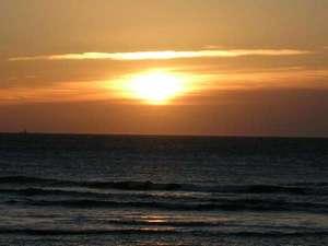 御前崎旬彩:海側のお部屋から見える朝日。