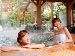 飛騨高山温泉 高山グリーンホテル:本陣大浴殿 露天風呂は四季折々の美しさが楽しめます。