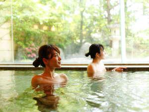 飛騨高山温泉 高山グリーンホテル:本陣大浴殿 内風呂はお子様もゆっくり浸かれる「低温風呂」があります。