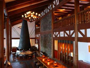 蓼科東急ホテル:ラウンジ「アゼリア」 プライベートガーデンを望むラウンジでごゆっくりとお過ごしください。
