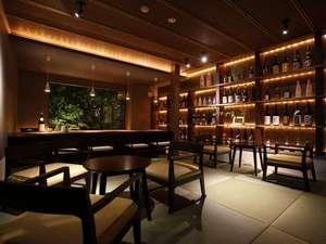 蘇る山と故郷 阿蘇内牧温泉 蘇山郷:【ラウンジバー】「灯火」Tomoshibi。雰囲気抜群の空間で九州中から集められた焼酎をどうぞ