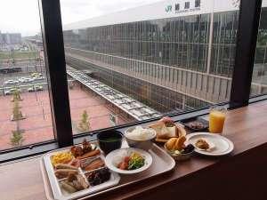 JRイン旭川:駅前広場・大雪山の移りゆく季節を感じながらご朝食をお召し上がりいただけます