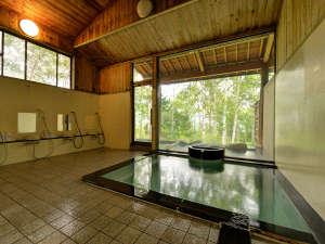 温泉宿 山荘わたり:*男性大浴場/広めの大浴場は身体を伸ばしてご利用頂けます。