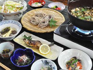 温泉宿 山荘わたり:【ご夕食】風味豊かな奈川名物とうじそば