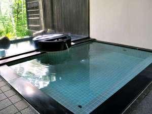 温泉宿 山荘わたり:【大浴場】お肌がすべすべになると評判の「美肌の温泉」で、ゆったりとお身体をお休めください。