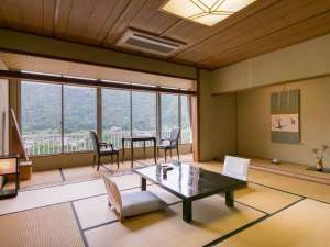 錦帯橋温泉岩国国際観光ホテル:【川側和室】錦帯橋を望む人気のお部屋です。