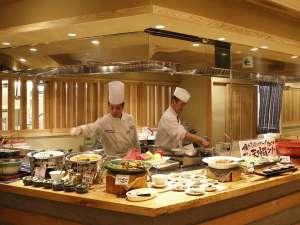 ビュッフェ&レストラン「かわもの厨」ライブキッチンでアツアツのお料理をお楽しみいただけます