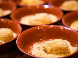 【餅つきショー】当館名物!お客様も参加型の大人気イベント!つきたてのお餅もお召し上がりいただけます。