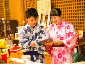 【お土産品コーナー】当館のオリジナル商品をはじめ、福島、会津の名産品を多数取り揃えております!