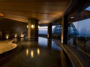 ヒルトン小田原リゾート&スパ:*天然温泉浴場:眺望の素晴らしい露天風呂、内風呂、水風呂、サウナを完備。