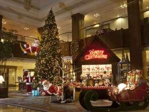 ヒルトン小田原リゾート&スパ:広々としたロビーいっぱいに広がるクリスマス