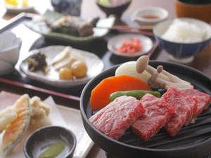 ひらゆの森:飛騨牛の鉄板焼きメインのご夕食♪(写真は一例です)
