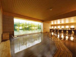 奈良の温泉付ホテル 橿原ロイヤルホテル:【ひのき風呂】湯量たぷりのお風呂は、ホテルの自慢です。(岩風呂との日替わり制です)25時まで営業♪